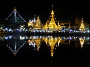 Mae Hong Son tempel bij nacht