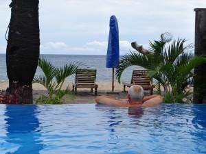 Bhuana Beach hotel zwembad met uitzicht