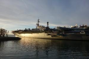 De US MIDWAY in San Diego Harbor