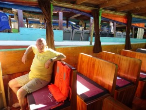 01-De bankjes in de Slow Boat