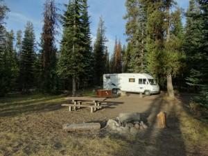 De ruime campground bij Craterlake