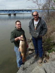 De vissers met hun vangst