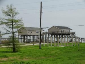 Paalwoningen langs de kust