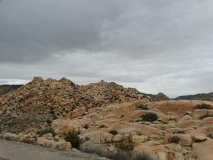 Grillige rotsen om ons heen