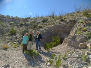 Overleg bij de oude mijnschacht