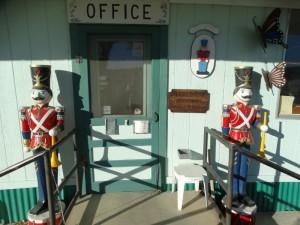De office van Mom en Pop's RV-park wordt streng bewaakt