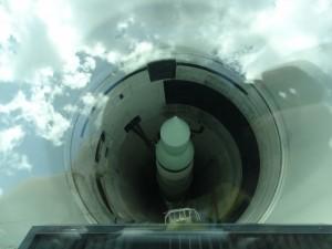 Minuteman in ondergrondse silo te zien door glazen dak