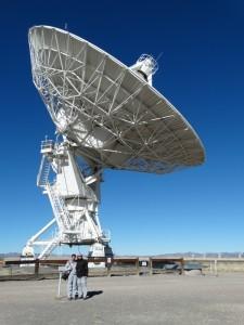 Gigantische schotels ontvangen radio signalen uit de ruimte