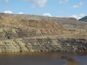 Berkeley Pit in Butte, nu vol met water
