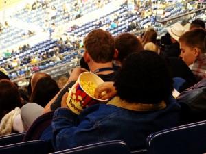 Een Big Box met popcorn op de tribune is normaal