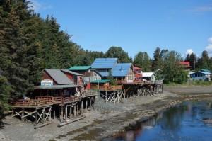 Seldovia huizen met laag water