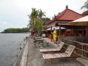 Uitzicht op zee bij Palm Paradise