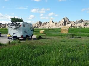 Gekartelde rotsen vanuit de campground