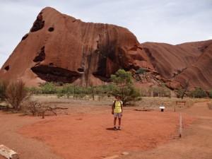 Aan de voet van Uluru